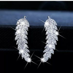NEW!! 925 silver feather earrings